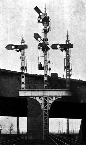 Kandelabersignal_Belgien_1-Haupt-3-Vorsignale_um1910.jpg